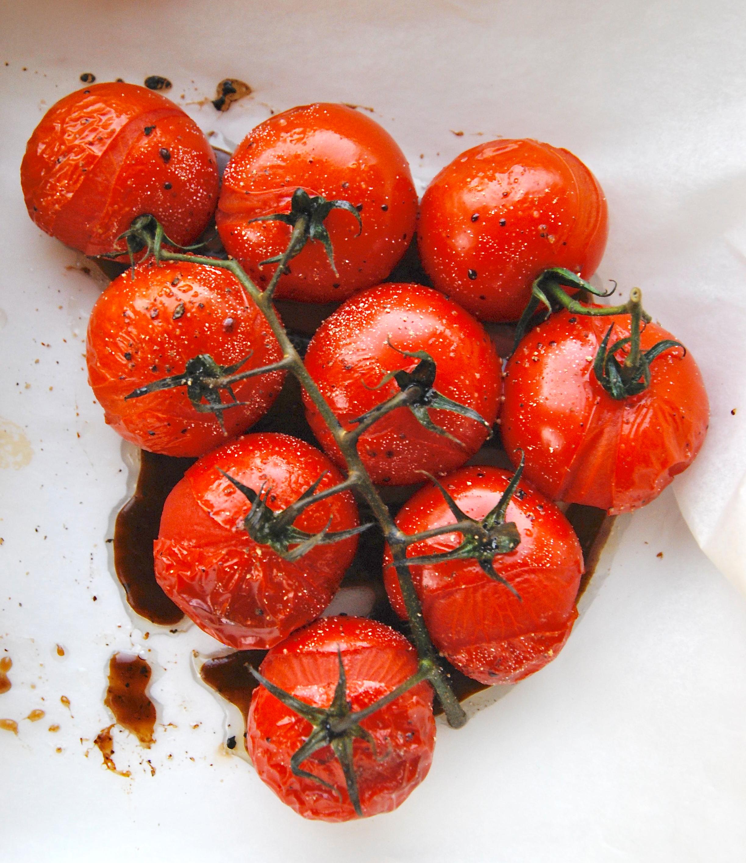 Gepofte tomaatjes uit de oven